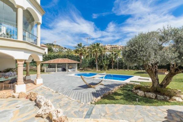 5 Sovrum, 5 Badrum Villa Till Salu i Los Arqueros, Benahavis