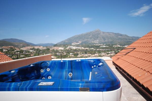 3 Sovrum, 3 Badrum Takvåning Till Salu i Magna Marbella, Nueva Andalucia