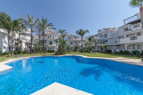 4 Sovrum, 3 Badrum Villa Till Salu i Los Naranjos de Marbella, Nueva Andalucia