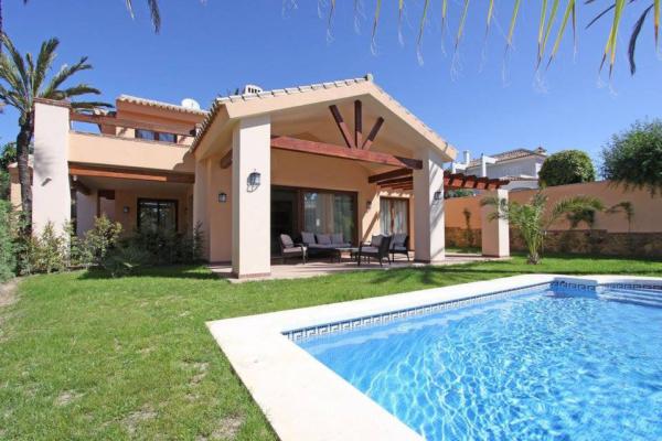 6 Sovrum, 6 Badrum Villa Till Salu i Marbesa, Marbella East
