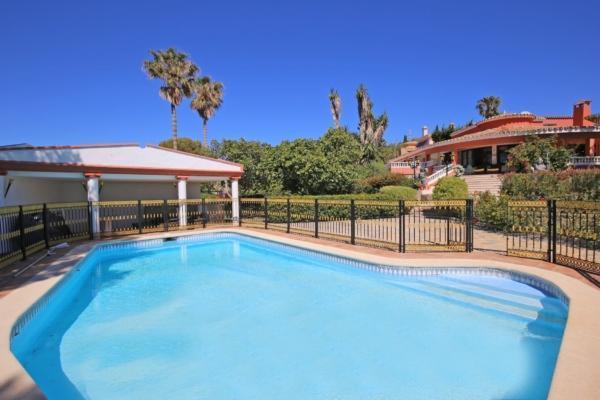 6 Sovrum, 6 Badrum Villa Till Salu i Don Pedro, Estepona
